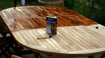 Entretenir salon de jardin en bois
