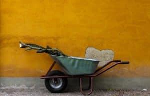 Quels outils faut-il avoir pour entretenir son jardin